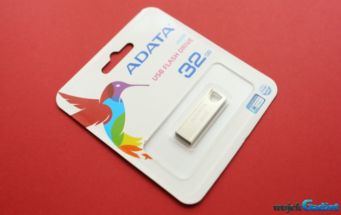 ADATA_UV210_USB_FLASH_DRIVE_32GB_1