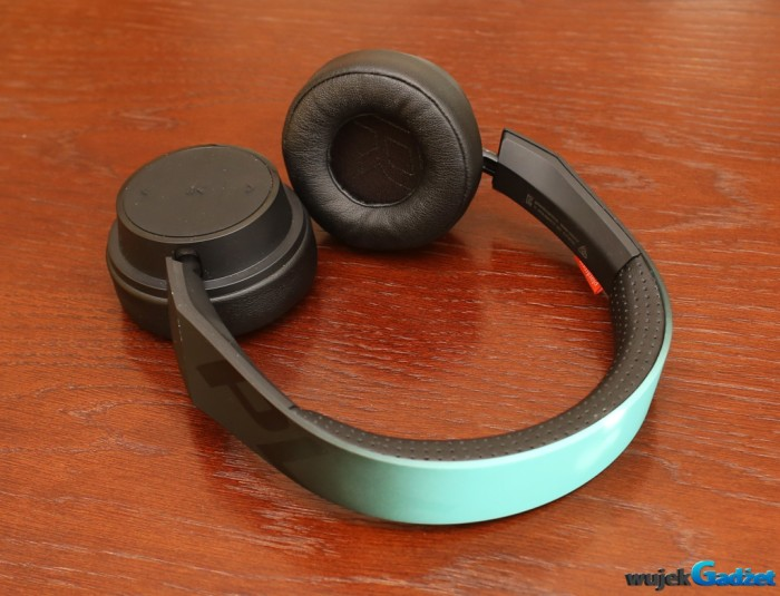 Plantronics_BacBeat_Fit_500_12