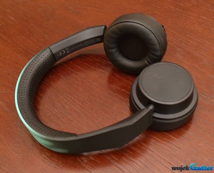 Plantronics_BacBeat_Fit_500_3