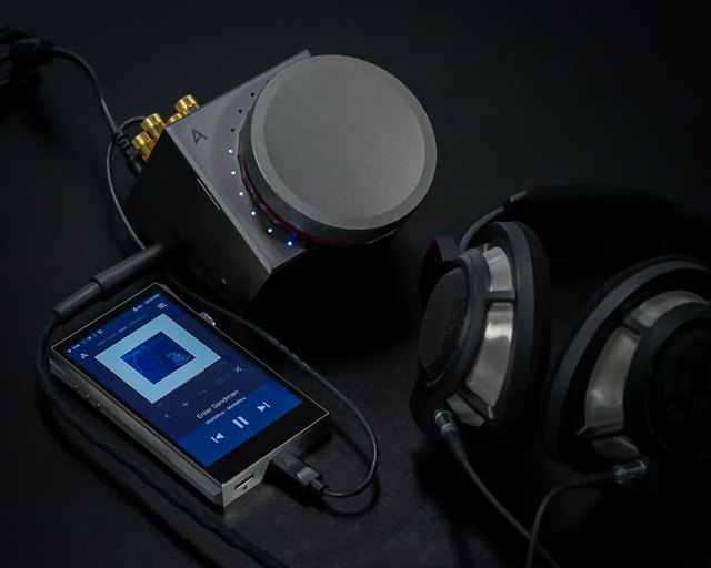 Astell&Kern_ACRO-L1000_lifestyle_02