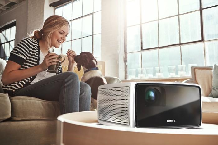 Projektory Philips Screeneo – sala kinowa w Twoim domu!